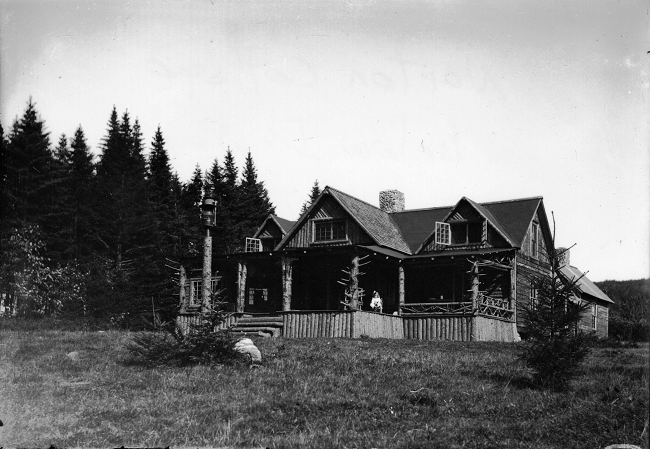 woodfor-norton-cottage-below-dewey-lodge